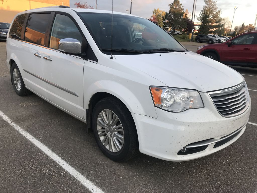 Pre-Owned 2014 Chrysler Town & Country