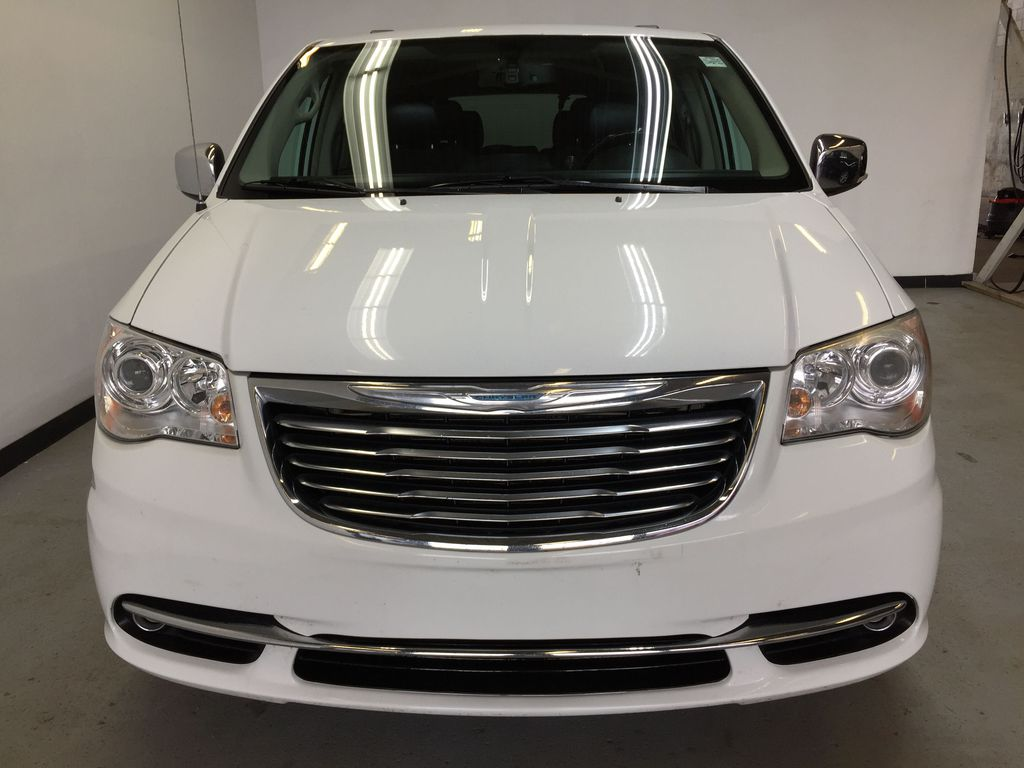 Pre-Owned 2014 Chrysler Town & Country Limited