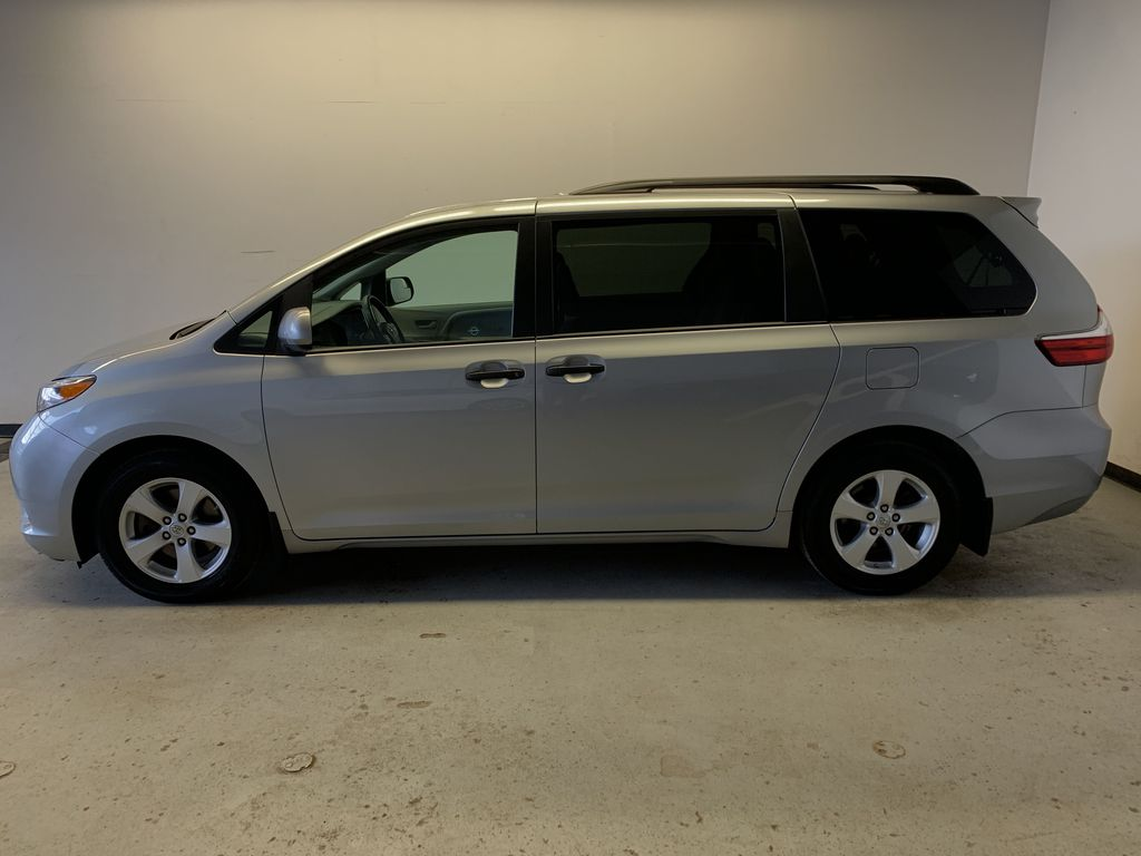 Pre-Owned 2017 Toyota Sienna CE