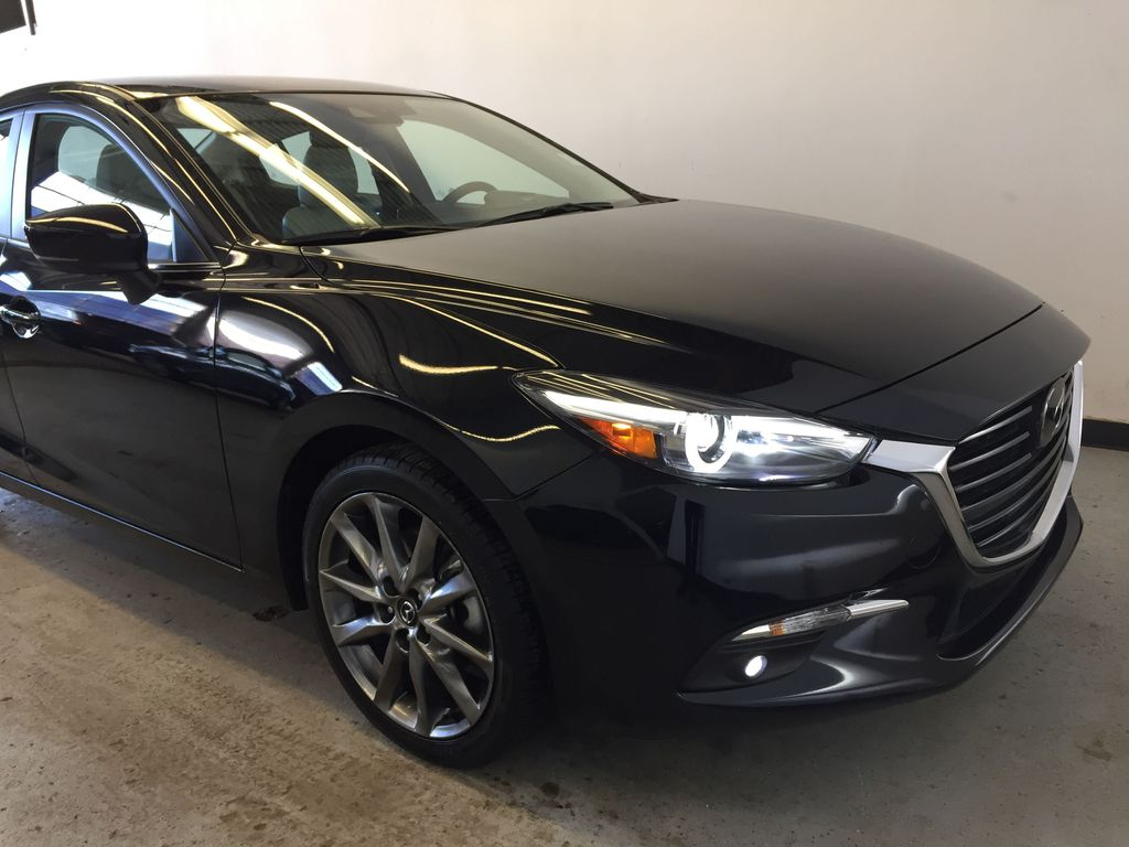 Pre-Owned 2018 Mazda3 GT Tech